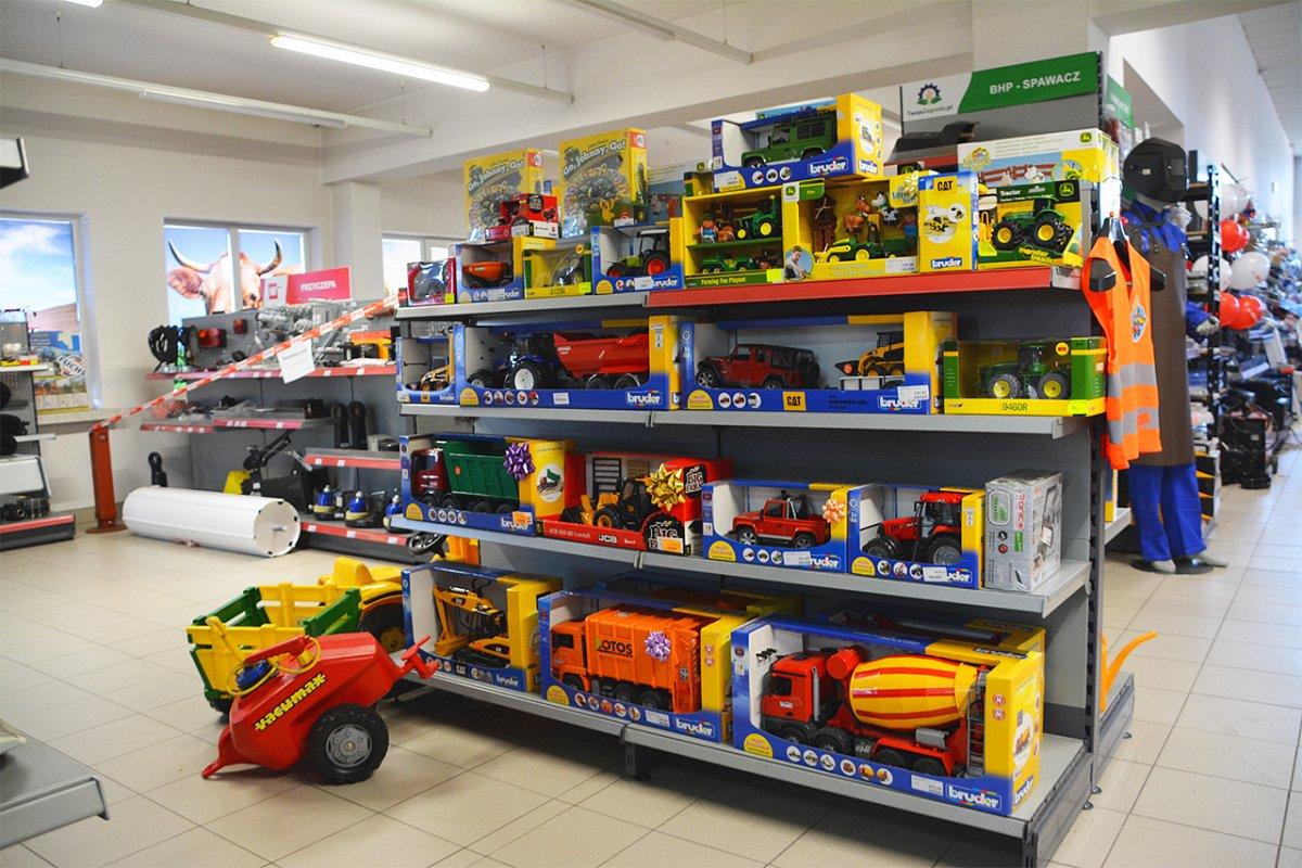 152175547562983300 Traktor, ciągnik a może cała ferma?